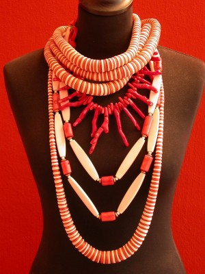 Red and white necklaces between € 75.- and € 165.-, coral necklace € 245.-
