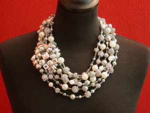 Faux-pearls and brooch necklace € 235.-