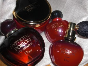 As I am a perfume-junky, I am so happy about my new addition to my favourite poison.