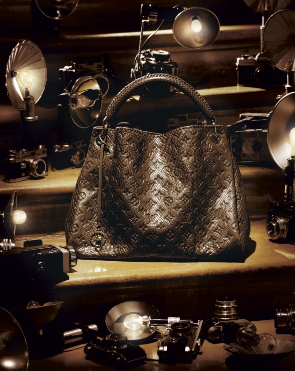 The Artsy python bag is the new It-piece (approximately €5650.-).