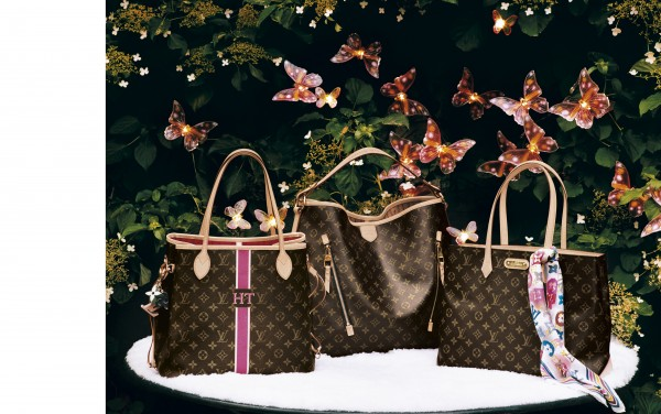 The Neverfull bag (left) comes in the Mon Monogram design where you can choose the colour of the lining and how your personal initials should look like.