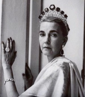 Barbara Hutton wearing the 55-carat Pasha diamond and the Vladimir emeralds
