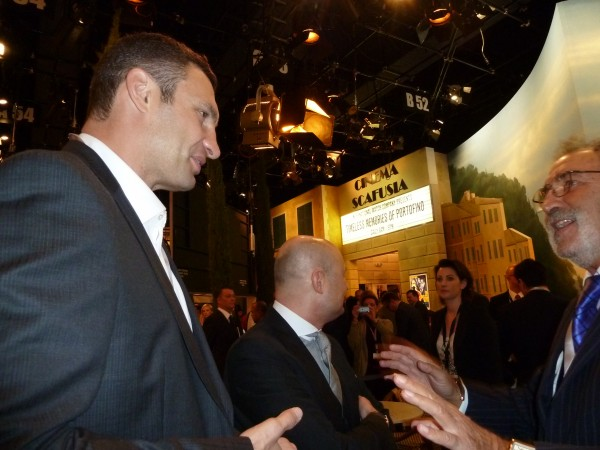 Vitali Klitschko speaks to Ion Tiriac
