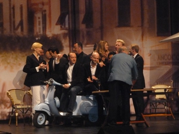 Peter Lindbergh took a photo of the Oscar-like crowd on stage.