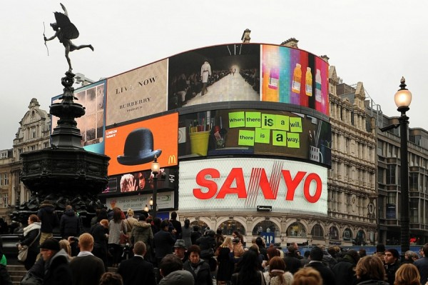 Live stream at Piccadilly Circus
