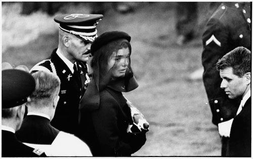 Elliott_Erwitt_Photo_Jacqueline_Kennedy_Arlington_1963_JFK_Funeral