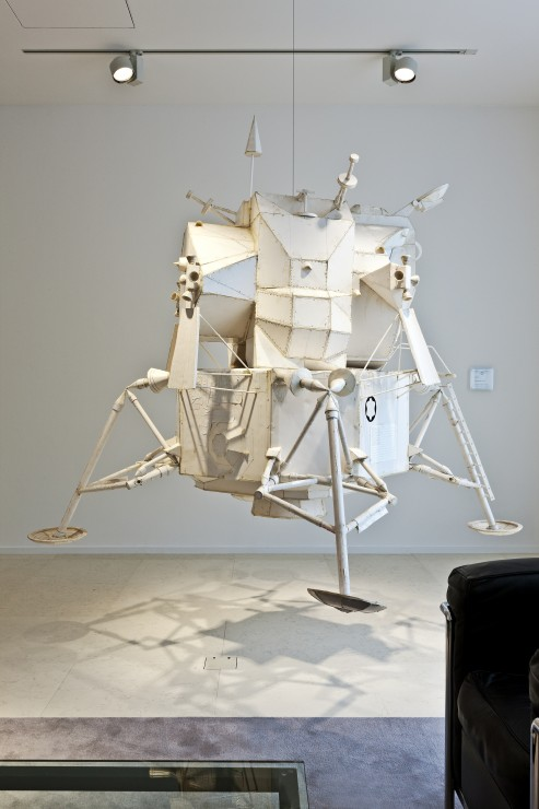 Sachs_Tom_USA_Big Lunar Module_2002_178 cm x 178 cm x 233 cm  PVC, foam core, thermal adhesive