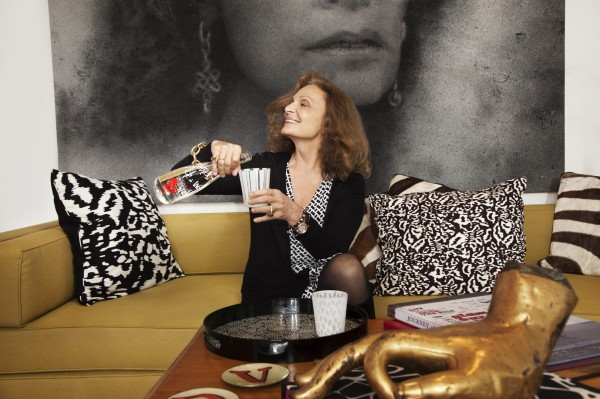 DVF pouring water