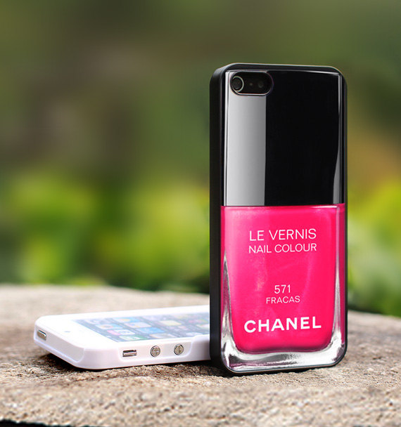 Chanel_iPhone_Fracas