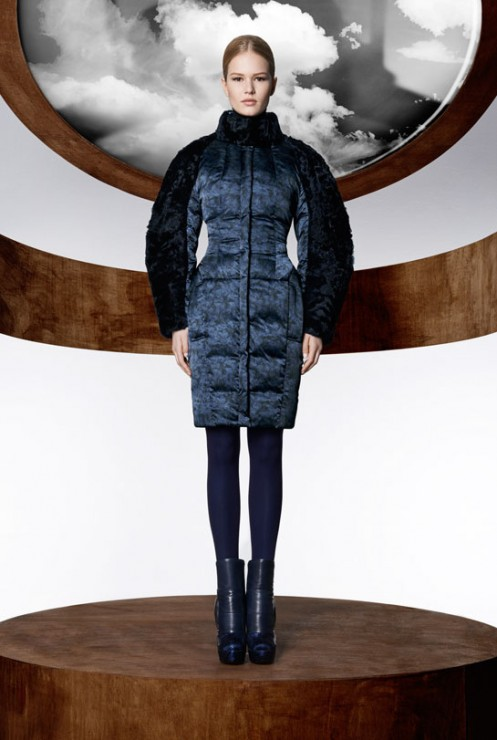 la_collection_moncler_m_par_mary_katrantzou__disponible____partir_du_mois_d_ao__t_dans_les_boutique_moncler____travers_le_monde_557617306_north_545x.1