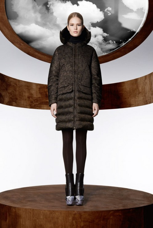 la_collection_moncler_m_par_mary_katrantzou__disponible____partir_du_mois_d_ao__t_dans_les_boutique_moncler____travers_le_monde_83153127_north_545x.1