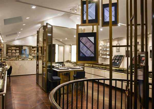 1BURBERRY_COVENT_GARDEN_STORE_INTERIOR