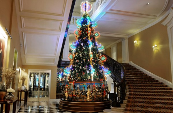 Dolce Gabbana Christmas Tree_claridges