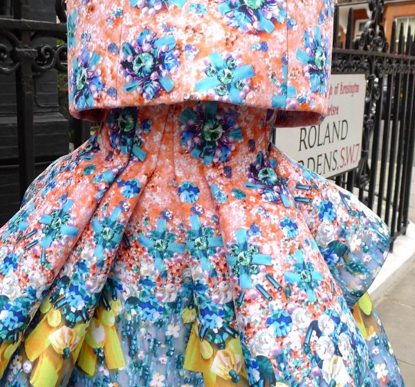 Close Mary Katrantzou outfit