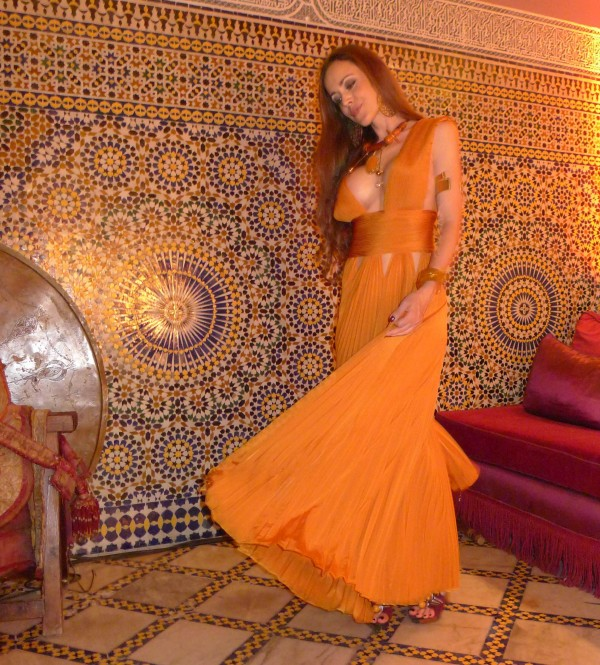 Sandra Bauknecht in Marrakesh dancing in Gievnchy