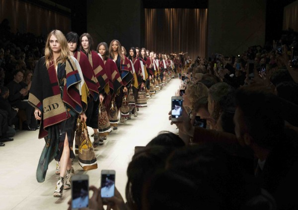 Burberry Prorsum Womenswear Autumn_Winter 2014 Show Final_001