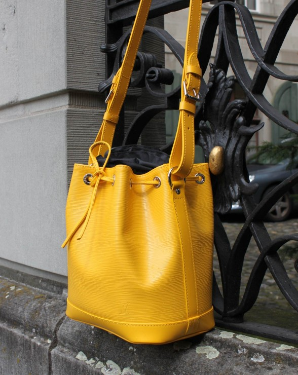 Noe Bag by Louis Vuitton in yellow