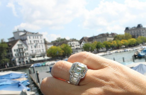 Vainard Diamond ring Emerald cut