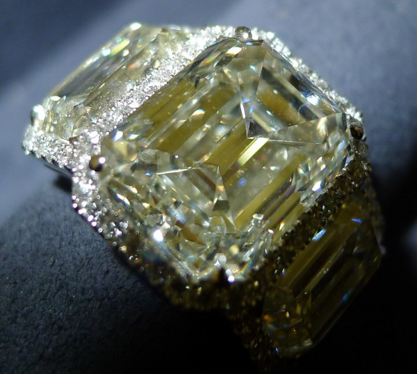 Diamond ring yellow by Vainard Fine Jewellery