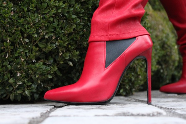 Red Shoes Saint Laurent