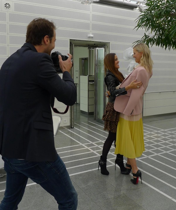 David Biedert taking photos of Sandra Bauknecht and Karolina Kurkova