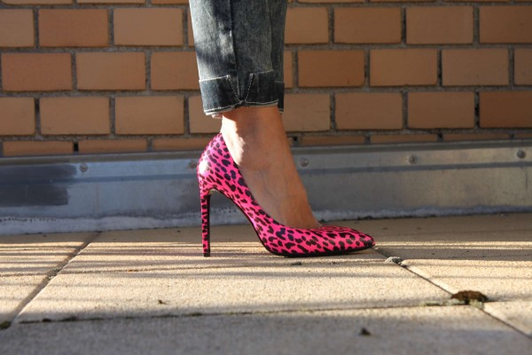 Saint_Laurent_Neon_Leo_PUmps