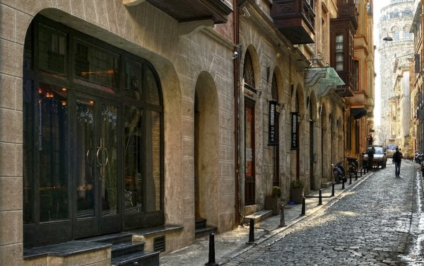 Georges_Hotel_Istanbul_Boutique_Hotel-Hotel_Entrance_with_Galata_Tower