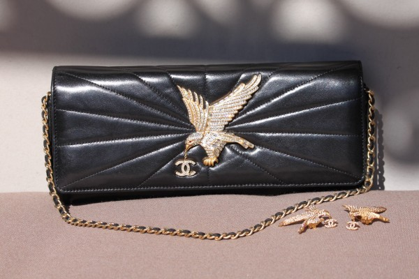 Chanel_CLutch_Eagle_Vintage