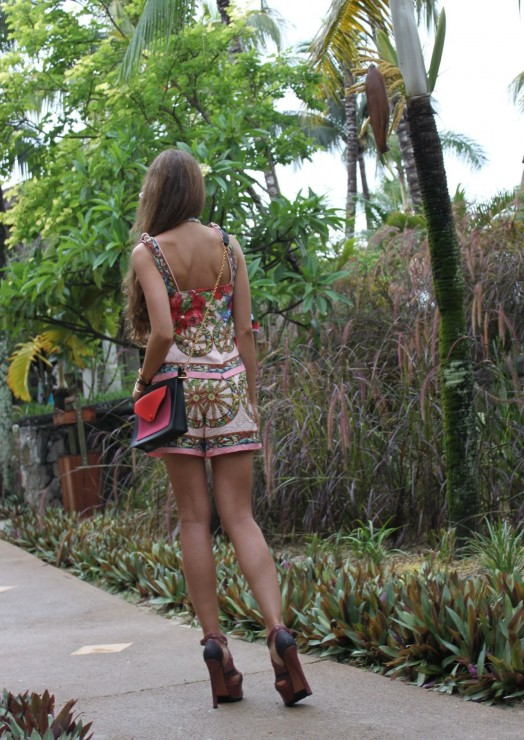 Iconic pieces sandra s closet for Tropical vacations in december
