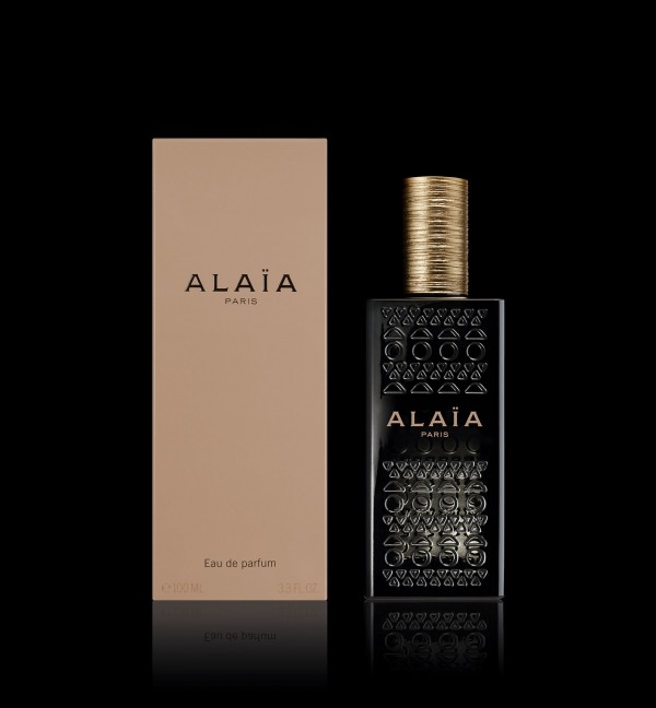08_AA EDP 2015_PACKSHOT WITH BOX_BLACK BG