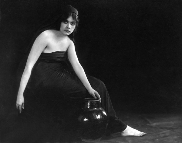 Theda Bara in the 1915 film Sin