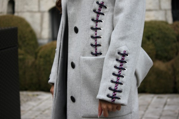 Shoe_lace_coat_grey_Balenciaga