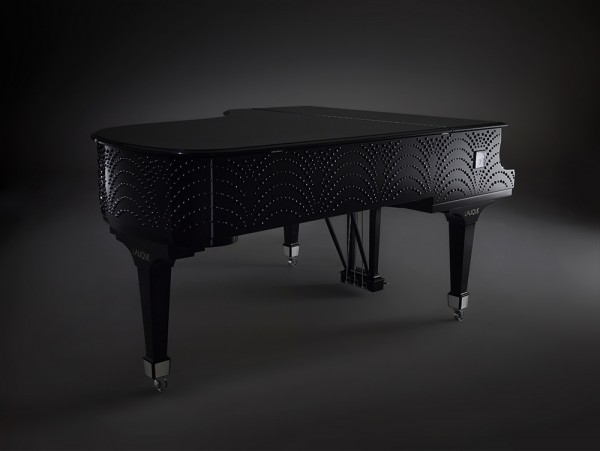 Steinway-sons-designed-by-lalique--masque-de-femme-piano--packshot-closed-black-bg---LaliqueSA