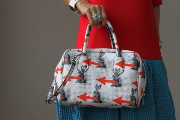 Prada_Bunny_Arrows_Inside_Bag_resort_16