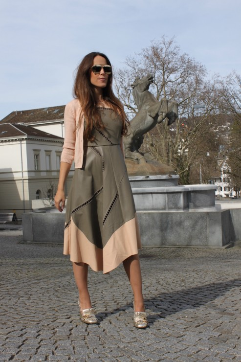 Sandra_Bauknecht_Tibi_Dress_Leather_olive_nude