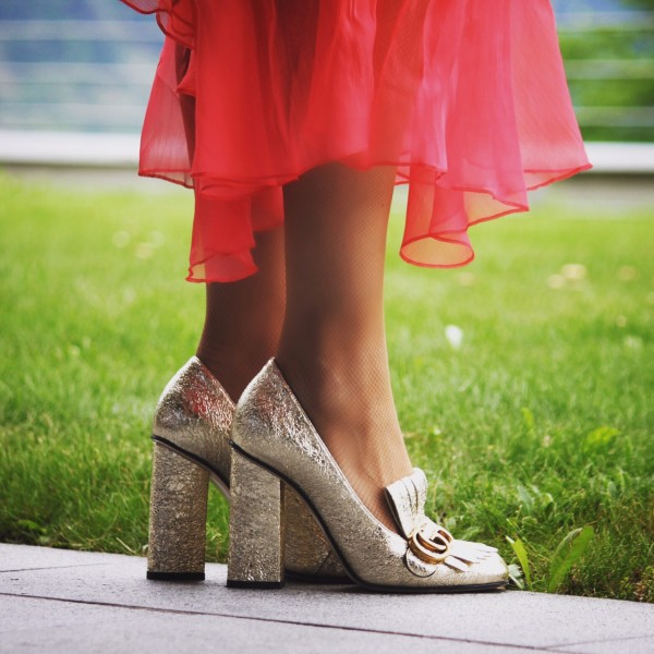 Gucci_Dress-Gold_cracked-Shoes_2