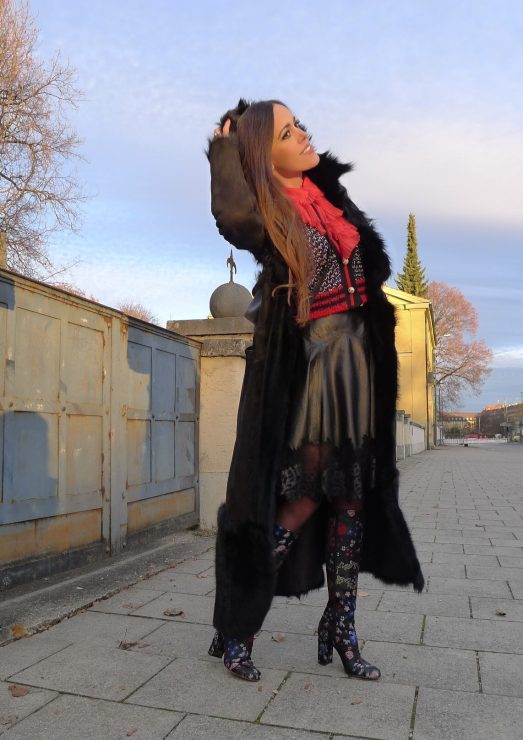 sandra_bauknecht_munich_valentino_boots_gucci_cardigan_gucci_blouse_jason_wu_leather_skirt-0