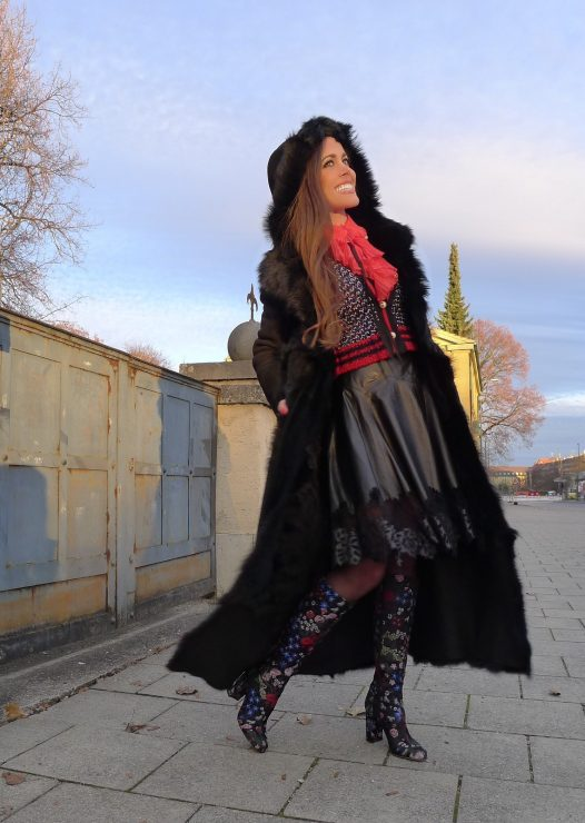 sandra_bauknecht_munich_valentino_boots_gucci_cardigan_gucci_blouse_jason_wu_leather_skirt-5
