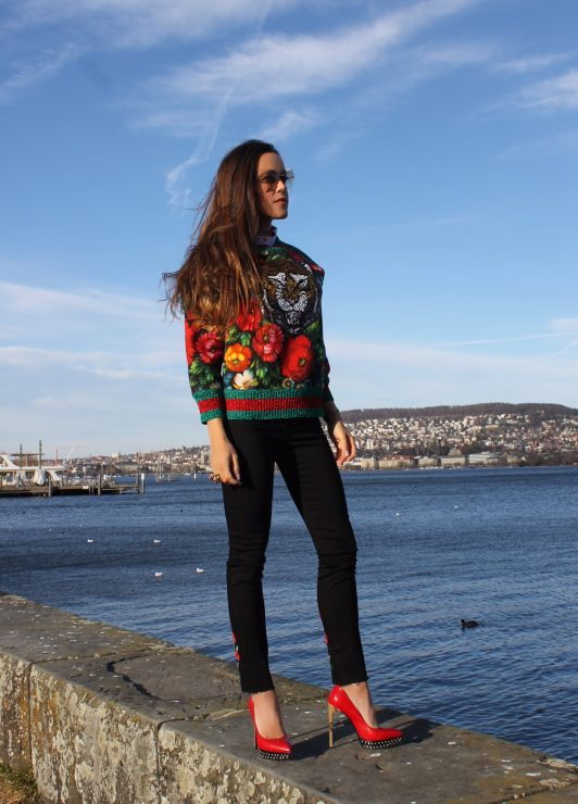 Sandra_Bauknecht_Gucci_Sweater_Lion_Gucci_Black_Embroidered_Jeans-7