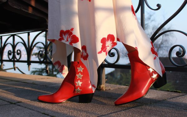 Sandra_Bauknecht_Saint_Laurent_DREss_Boots_red_stars
